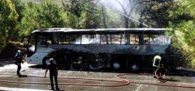 Yunanistan'da Türk yolcu kafilesini taşıyan otobüs yandı